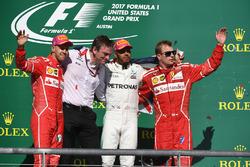 Ganador, Lewis Hamilton, Mercedes AMG F1, segundo, Sebastian Vettel, Ferrari, tercero, Kimi Raikkonen, Ferrari