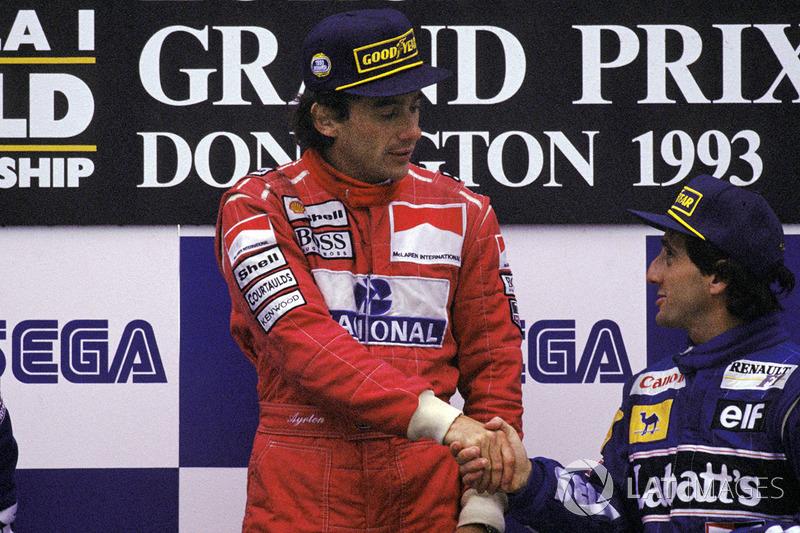 Le vainqueur Ayrton Senna, McLaren, le troisième Alain Prost, Williams