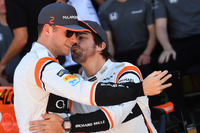 Stoffel Vandoorne, McLaren and Fernando Alonso, McLaren selfie and kiss at the McLaren Team photo