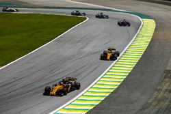 Нико Хюлькенберг и Карлос Сайнс-мл., Renault Sport F1 Team RS17, Пьер Гасли, Scuderia Toro Rosso STR12