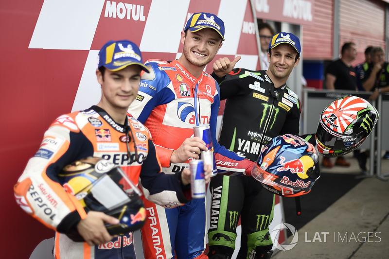 Los tres primeros clasificados: Dani Pedrosa, Repsol Honda Team, ganador de la pole Jack Miller, Pramac Racing, Johann Zarco, Monster Yamaha Tech 3