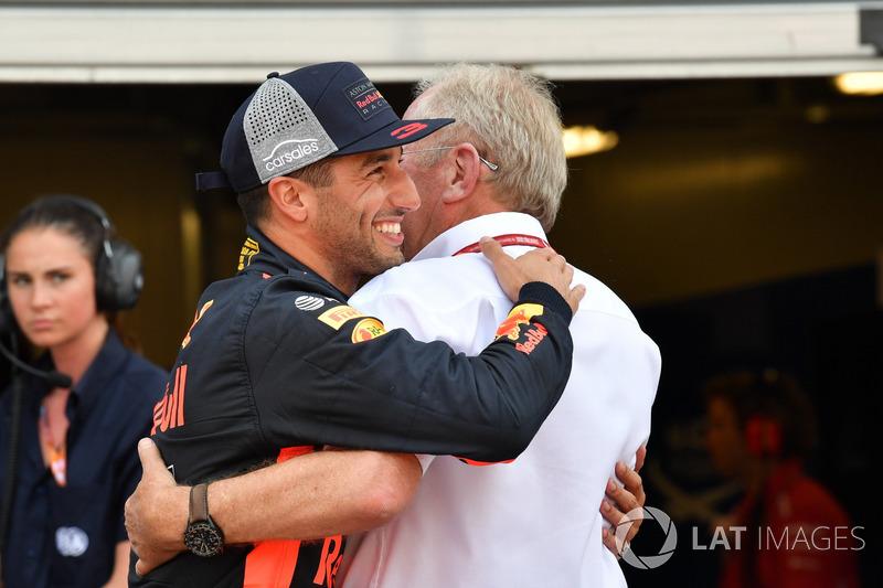 Pole sitter Daniel Ricciardo, Red Bull Racing celebrates in parc ferme with Dr Helmut Marko, Red Bull Motorsport Consultant