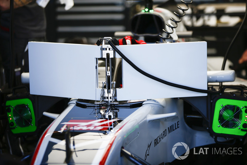 Мониторы на Haas F1 Team VF-18 Ромена Грожана