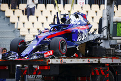 De overblijfselen van de auto van Brendon Hartley, Toro Rosso STR13