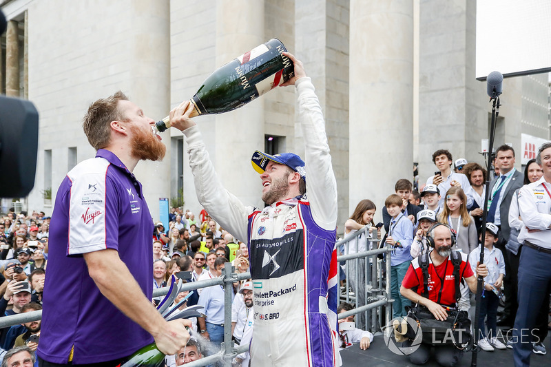 Sam Bird, DS Virgin Racing, ,wins the Rome ePrix, celebrates with the DS Virgin Team