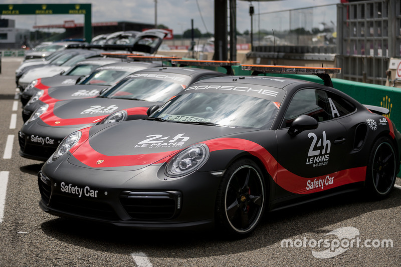 Автомобили безопасности Porsche