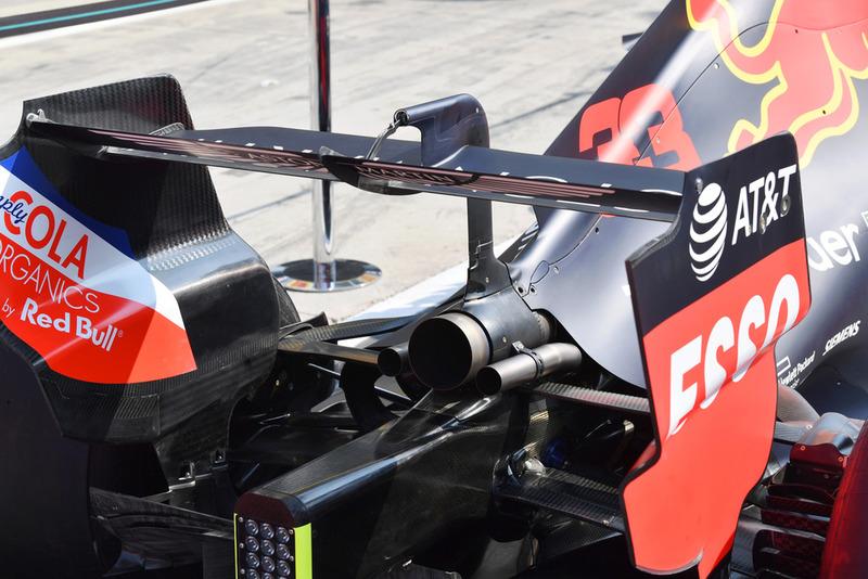 Red Bull Racing RB14 trasero y escape