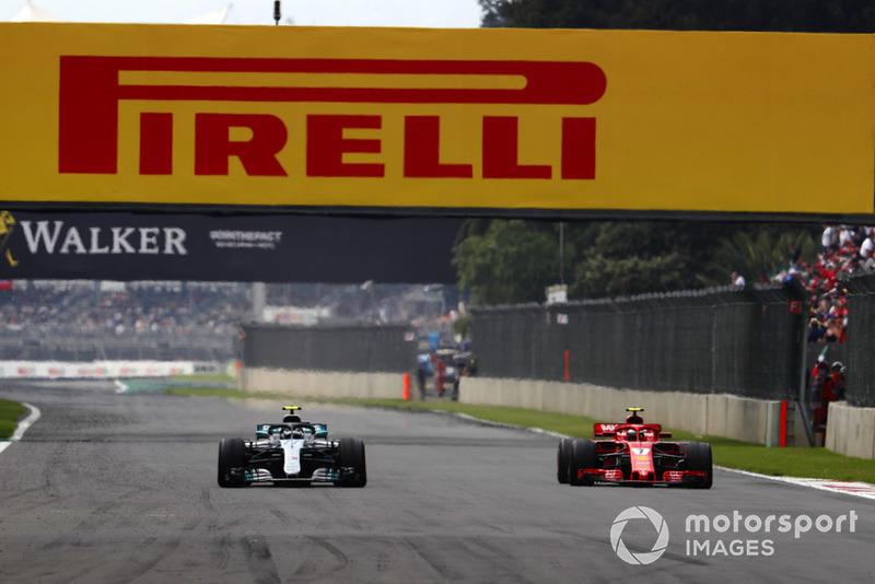 Kimi Raikkonen, Ferrari SF71H, y Valtteri Bottas, Mercedes AMG F1 W09 EQ Power+