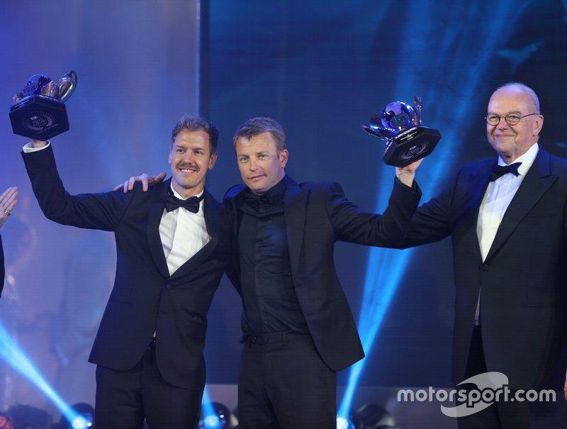 Sebastian Vettel et Kimi Räikkönen avec leur trophée pour la 2e et la 3e places