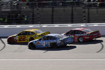 Joey Logano, Team Penske, Ford Fusion Shell Pennzoil, Kevin Harvick, Stewart-Haas Racing, Ford Fusion Busch Light, and Ryan Blaney, Team Penske, Ford Fusion Menards/Wrangler Riggs Workwear