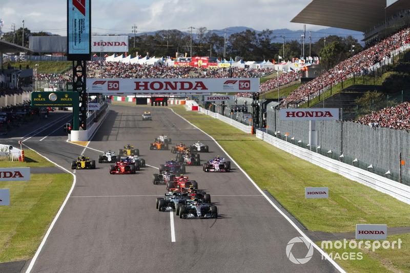 Lewis Hamilton, Mercedes AMG F1 W09, Valtteri Bottas, Mercedes AMG F1 W09 y Max Verstappen, Red Bull Racing RB14