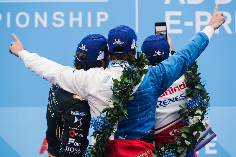 Jérôme d'Ambrosio, Mahindra Racing takes a selfie with Antonio Felix da Costa, BMW I Andretti Motorsports, Jean-Eric Vergne, DS TECHEETAH on the podium