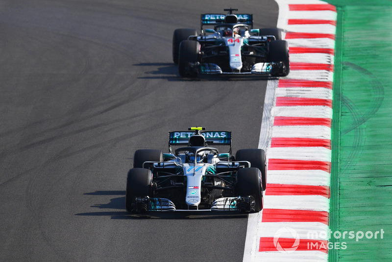 Valtteri Bottas, Mercedes AMG F1 W09 EQ Power+ et Lewis Hamilton, Mercedes AMG F1 W09 EQ Power+