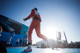 Le vainqueur Jérôme d'Ambrosio, Mahindra Racing, fête sa victoire sur le podium