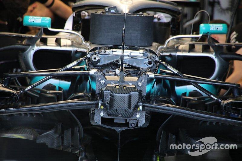 Mercedes AMG F1 W10, dettaglio della sospensione