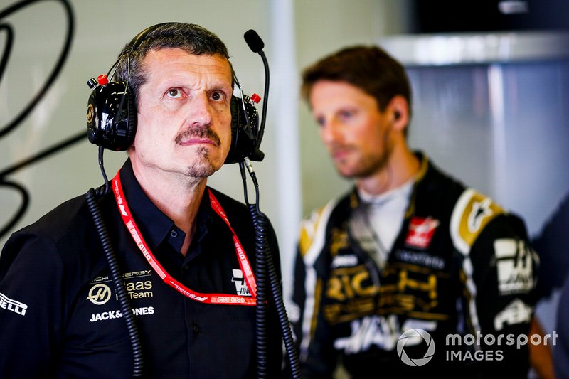 Guenther Steiner, Team Principal, Haas F1, et Romain Grosjean, Haas F1