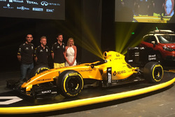 Kevin Magnussen, Renault Sport F1 Team, Jolyon Palmer, Renault Sport F1 Team and Cyril Abiteboul, Renault Sport F1 Managing Director with the Renault F1 Team 2016 livery
