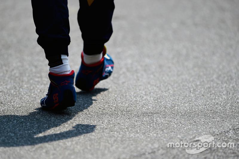 Carlos Sainz Jr., Scuderia Toro Rosso - scarponcini da corsa