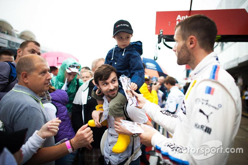 Martin Tomczyk, BMW Team Schnitzer, BMW M4 DTM with fans