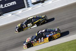 Tony Stewart, Stewart-Haas Racing, Greg Biffle, Roush Fenway Racing Ford