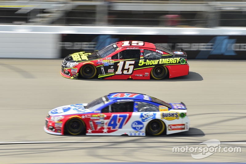 Clint Bowyer, HScott Motorsports Chevrolet, A.J. Allmendinger, JTG Daugherty Racing Chevrolet