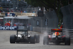 Red bull reveals ricciardo 39 s tyres trapped at back of garage for Garage mercedes monaco