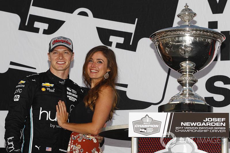 Чемпіон сезону 2017 Джозеф Ньюгарден, Team Penske Chevrolet святкує перемогу