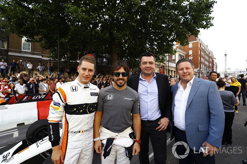 Stoffel Vandoorne, McLaren, Fernando Alonso, McLaren, Eric Boullier, Racing Director, McLaren, Zak Brown, Executive Director, McLaren Technology Group
