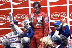 Podyum: Yarış galibi Carlos Reutemann, Williams, 2. Jacques Laffite, Talbot Ligier Matra, 3. Nigel Mansell, Team Lotus