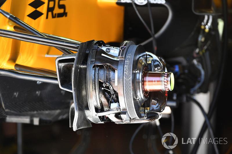 Renault Sport F1 Team RS17 ön fren ve tekerlek göbeği detayı