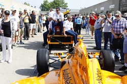 The Andretti Autosport team tow the car of Fernando Alonso to the pit lane