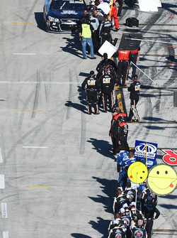 Tony Stewart, Stewart-Haas Racing is congratulated by teams on pit road
