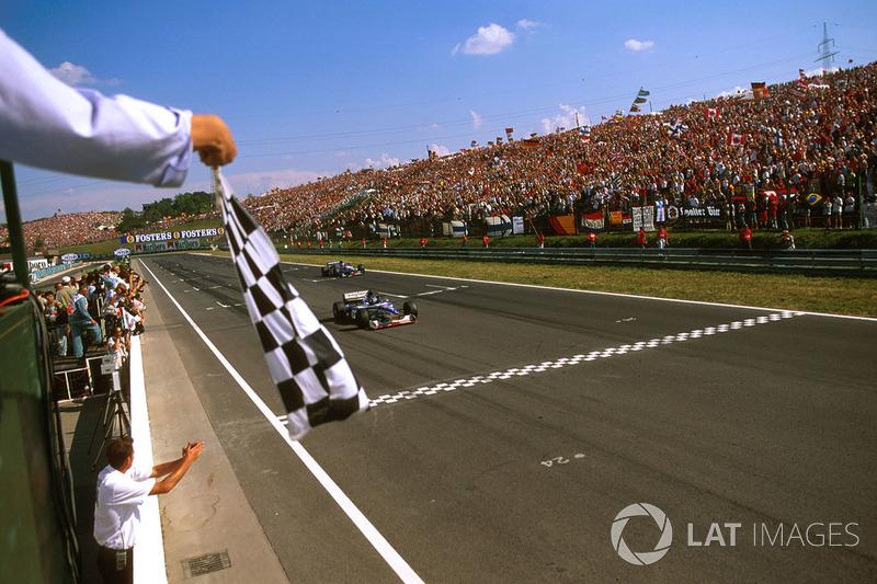 No GP da Hungria de 1997, Damon Hill liderava, mas enfrentou problemas hidráulicos em sua Arrows e teve de se contentar com o terceiro lugar.
