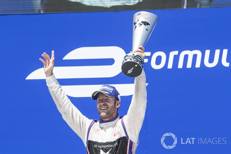 Podio: ganador Sam Bird, DS Virgin Racing