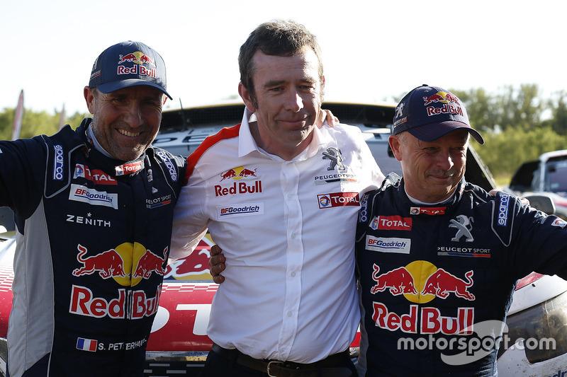 Ganadores Stéphane Peterhansel, Jean-Paul Cottret, Peugeot Sport con Bruno Famin