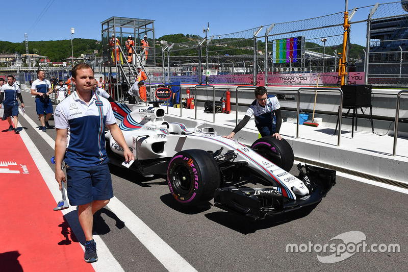 Williams FW40 in pit lane