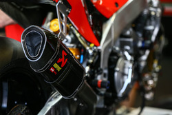 Auspuff: Aprilia RSV4 F vom Milwaukee Aprilia World Superbike Team