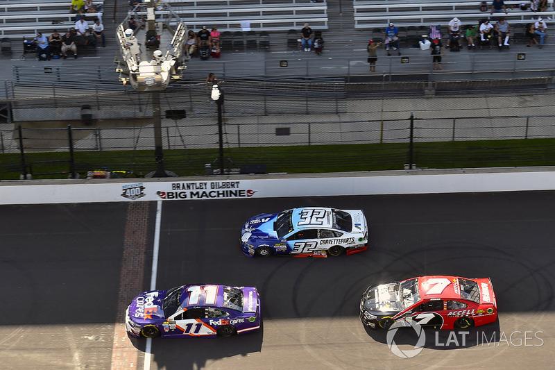 Denny Hamlin, Joe Gibbs Racing Toyota, JJ Yeley