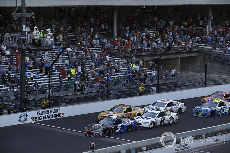 Restart: Kasey Kahne, Hendrick Motorsports Chevrolet, führt