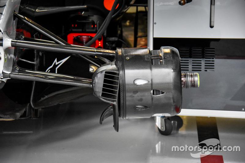 Williams FW40: Vorderrad-Bremse