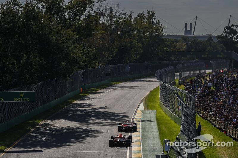 Sebastian Vettel, Ferrari SF70H; Max Verstappen, Red Bull Racing RB13
