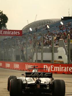 Romain Grosjean, Haas F1 Team VF-17 runs wide