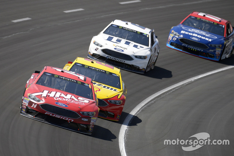 Clint Bowyer, Stewart-Haas Racing, Ford; Joey Logano, Team Penske, Ford