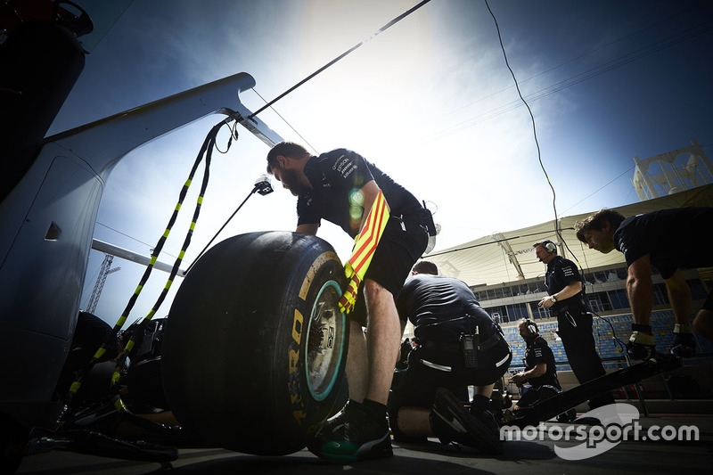 A Mercedes mechanic at work