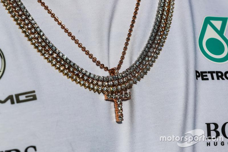Золотая цепь гонщика Mercedes AMG F1 Льюиса Хэмилтона