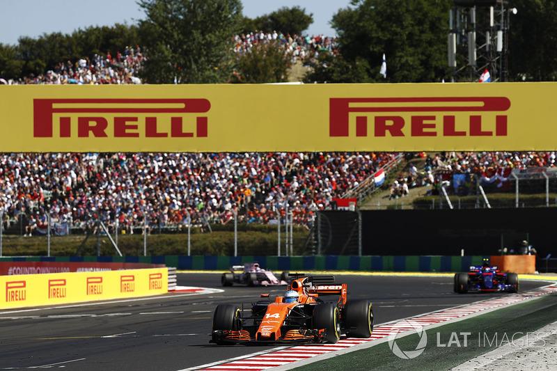 Fernando Alonso, McLaren MCL32, Carlos Sainz Jr., Scuderia Toro Rosso STR12 and Sergio Perez, Sahara Force India F1 VJM10