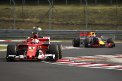 Sebastian Vettel, Ferrari SF70H, Pierre Gasly, Red Bull Racing RB13
