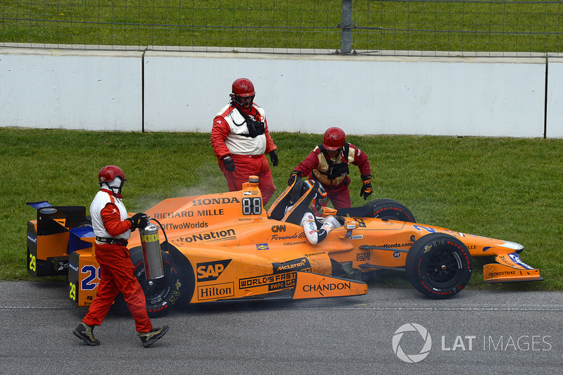 Fernando Alonso, Andretti Autosport Honda retires after a blown engine