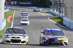 Kyle Busch, Joe Gibbs Racing Toyota, Chase Elliott, Hendrick Motorsports Chevrolet