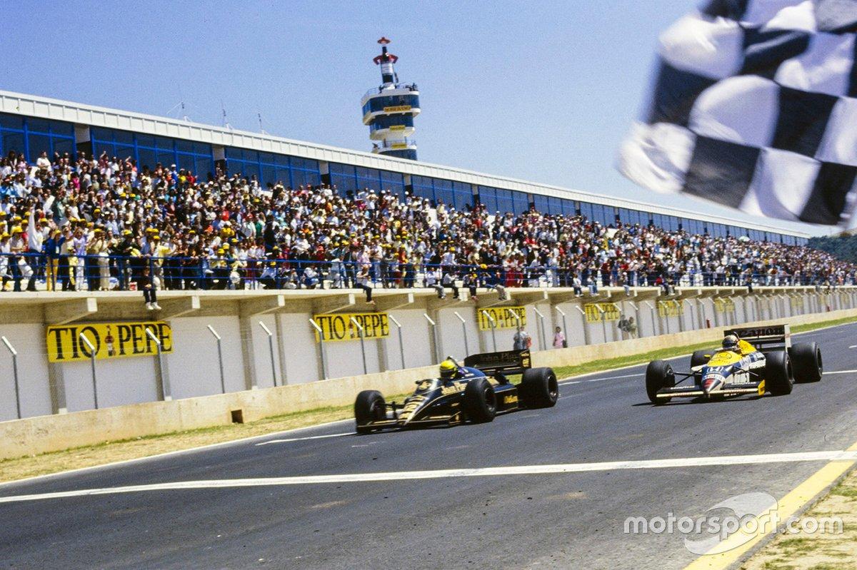 Ayrton Senna, Lotus Renault cruzan la meta en 0.014 segundos Nigel Mansell, Williams FW11